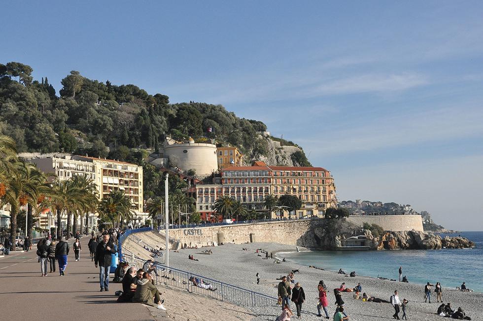 Au fond, la tour Bellanda. À sa gauche, l'hôtel de Suisse. Photo (c) Robert Cutts (Flickr)