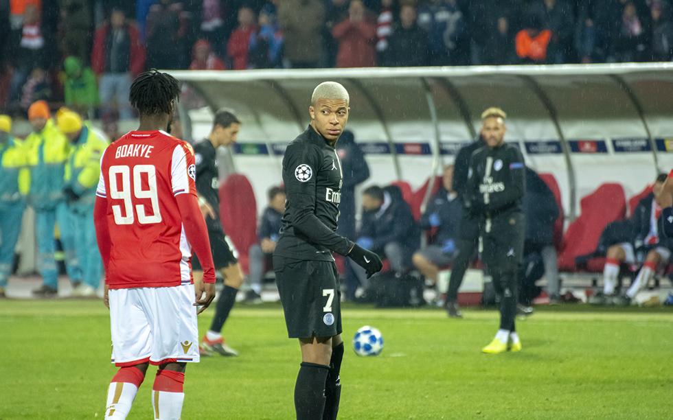 Kylian Mbappé peut être rassuré, son équipe devrait dominer à nouveau la Ligue 1 cette saison. Photo (c) Balkan Photos (Flickr)