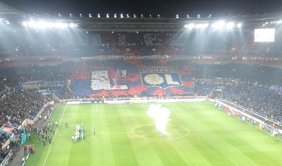 Avec le retour de Juninho, les supporters lyonnais rêvent de titiller le PSG. Photo (c) Sebleouf (Wikimedia)