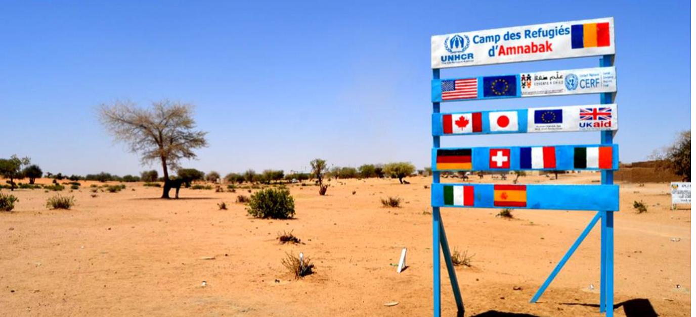 Panneau représentant quelques bailleurs de fonds du HCR à  l'entrée du camp de refugies d'Amnaback à l'Est du Tchad.  (c) UNHCR