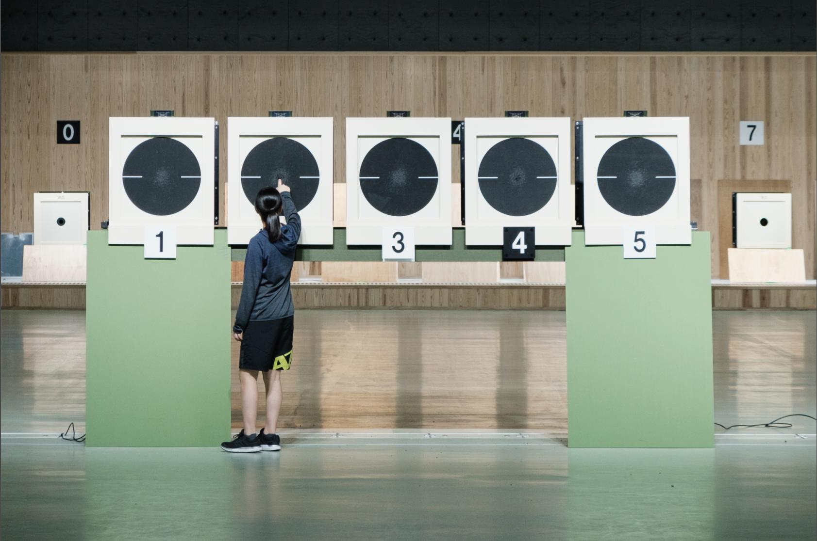 Aoi vérifie sa cible avant de passer au tir à 25 mètres ©Florent Guérout