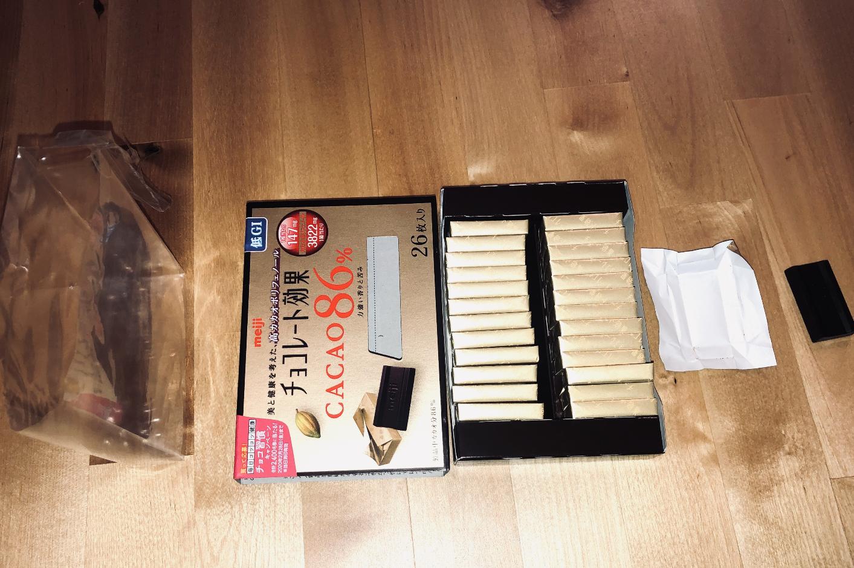 4 emballages pour 1 carré de chocolat ©Florent Guérout
