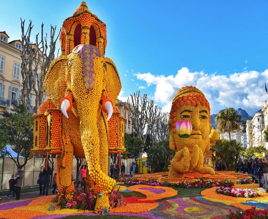 Exposition des motifs au jardin Biovès sur le thème Bollywood en 2018 (c) Ville de Menton