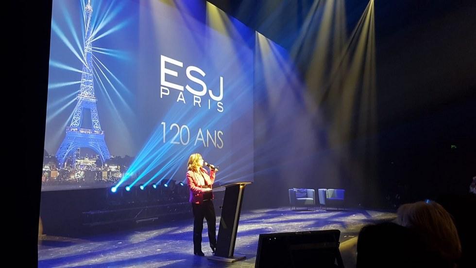 Cécile Vrain, directrice des programmes des mastères 1 et 2 de l'EAD à l'ESJ Paris au théâtre le 13 Art lors de la cérémonie de remise des diplômes  le 2 décembre 2019 © L'ESJ Paris