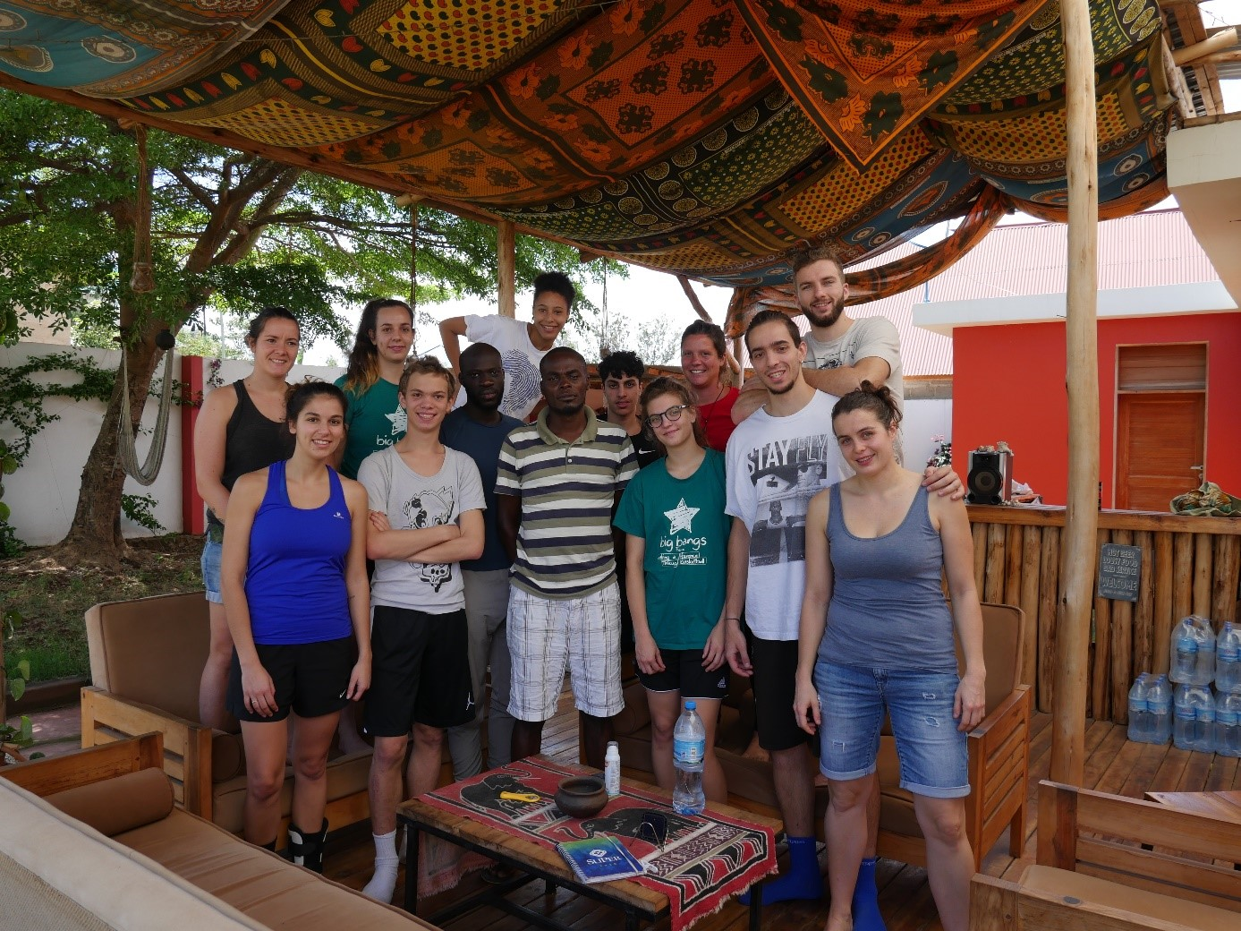 Chaque année, les Big Bang Ballers, organise un séjour solidaire à l'étranger. Le dernier voyage a permis à onzes jeunes, de 18 à 25 ans, de se rendre en Tanzanie. (c) BBB France