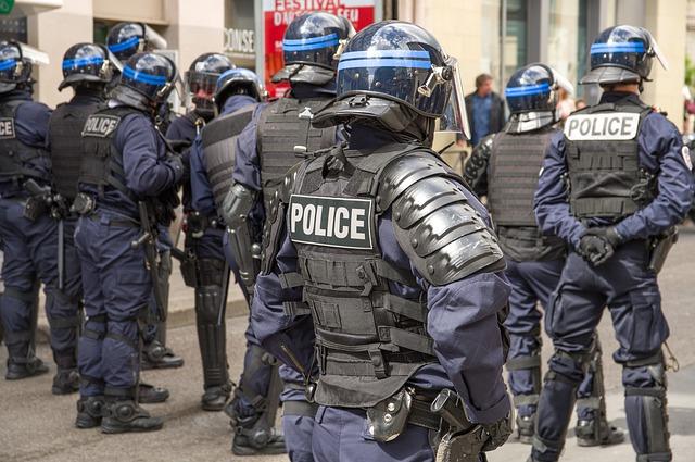 Intervention musclée des forces de Police dans une BU, sans autorisation préalable (c) Jacqueline Macou, Pixabay