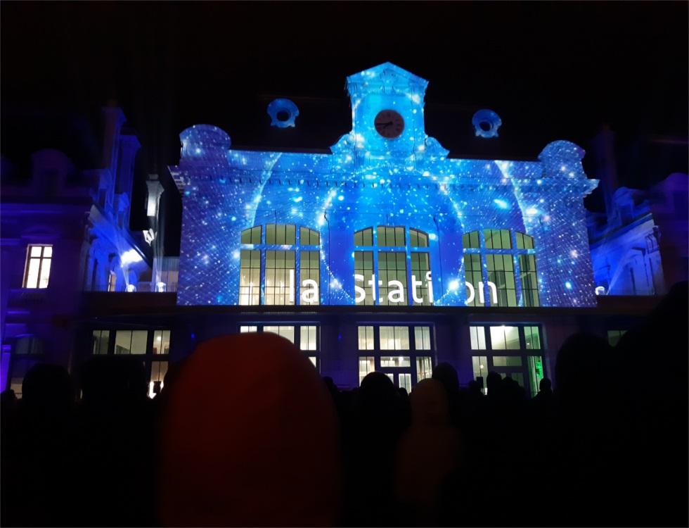 Spectacle son et lumière sur la façade de la Station lors de l'inauguration (c) Ophélie Duriez
