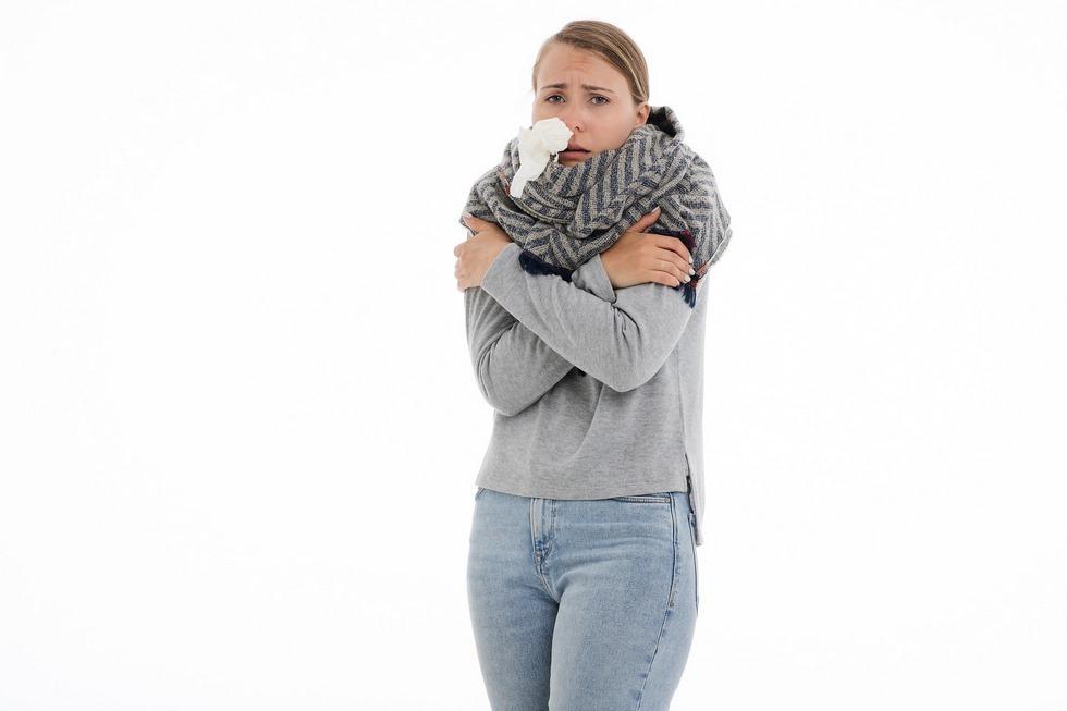 Une femme touchée par la grippe © nastya_gepp/Pixabay