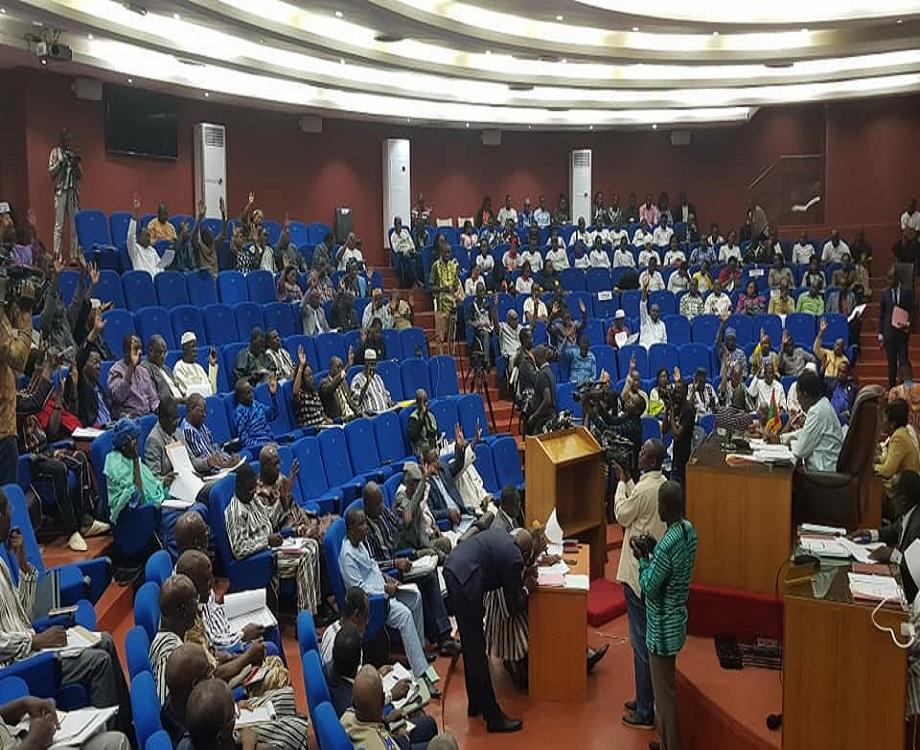 Les députés votant le projet de loi. (c) Assemblée nationale du Burkina