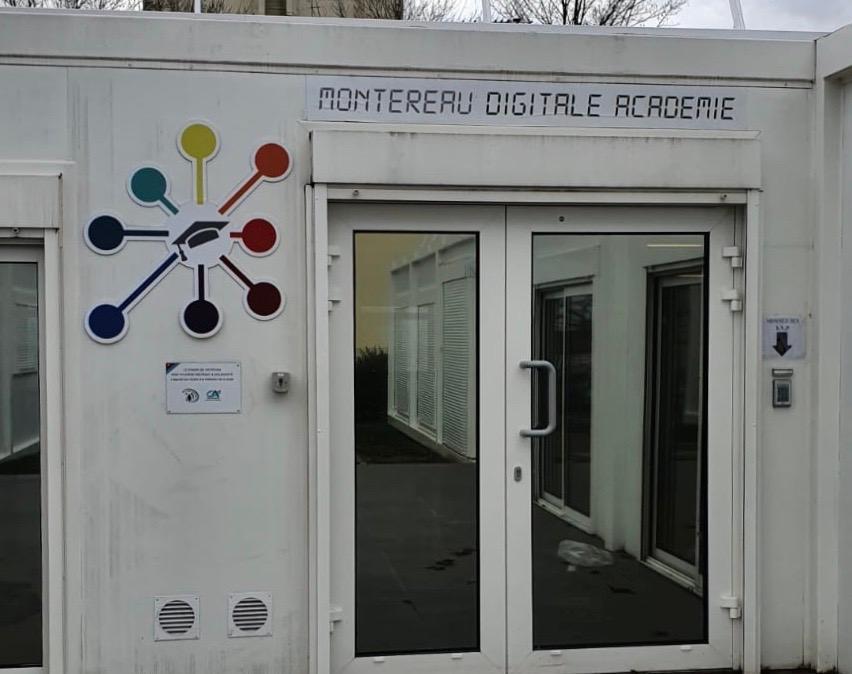 L'entrée de la Digitale Academie de Montereau (C) Okaigne Henri
