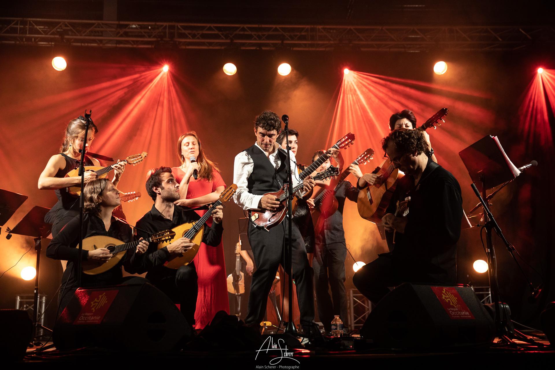 Féloche chante Chic Planète avec le Mandolin' Orchestra