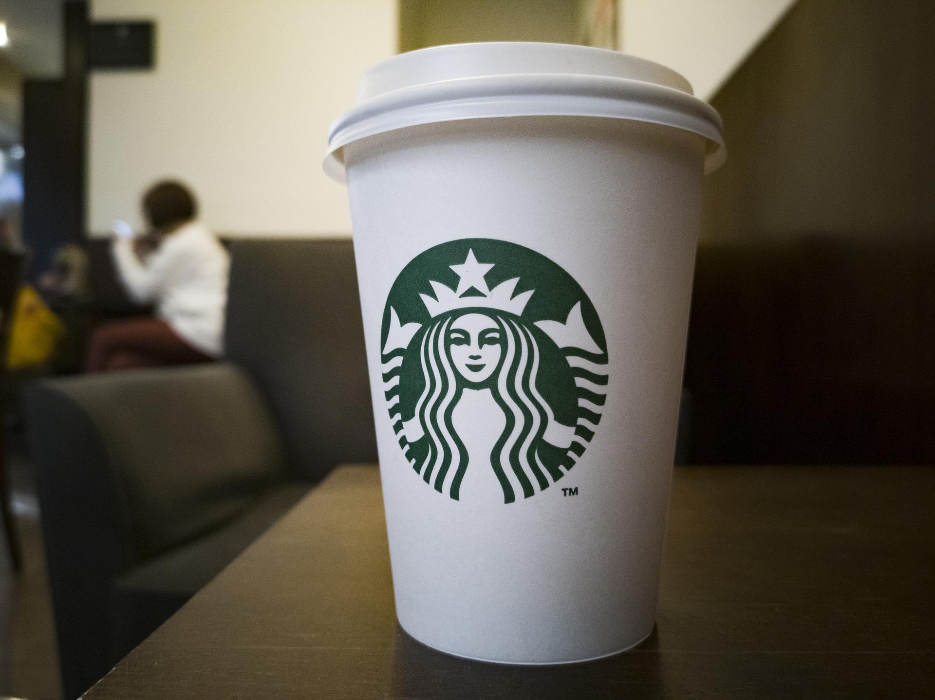 Starbucks réagit au mal-être au travail de ses employés. Photo (c) Engin Akyurt/ Pixabay