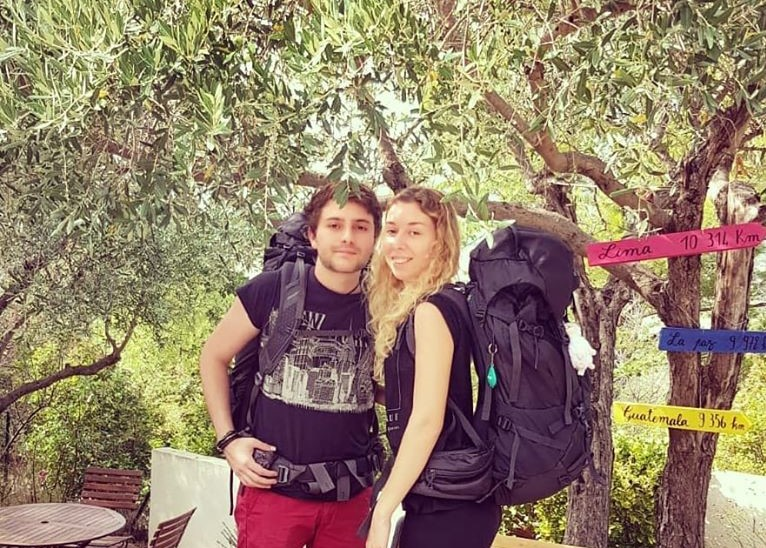 Théo et Isabelle lors du grand départ pour leur voyage (c) Nose on the road