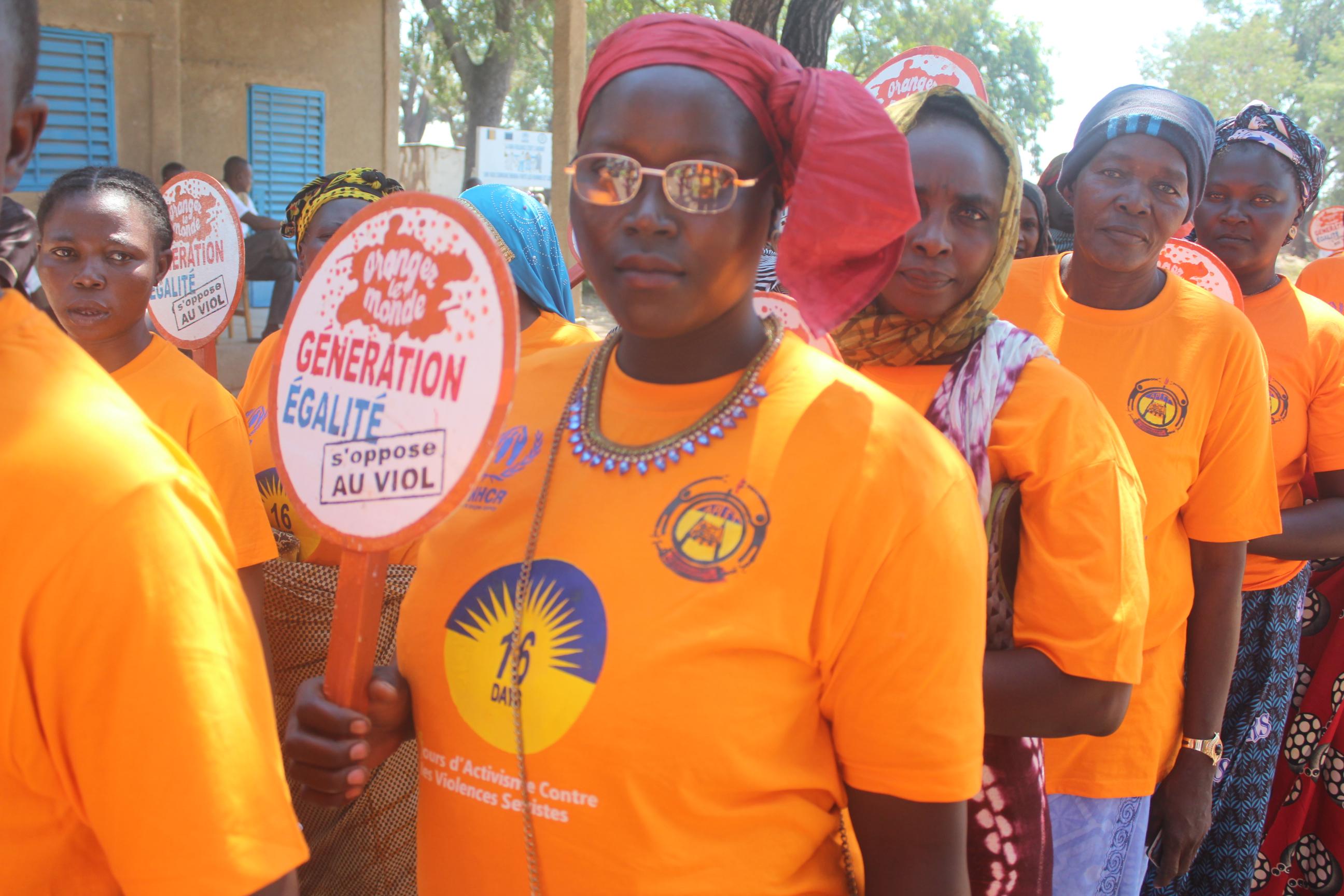 A Goré au Sud du Tchad, des femmes marchent pour protester contre les violences basées sur le genre lors d'une campagne lancée en novembre 2019. (Photo d'illustration) © Eloge Mbaihondoum