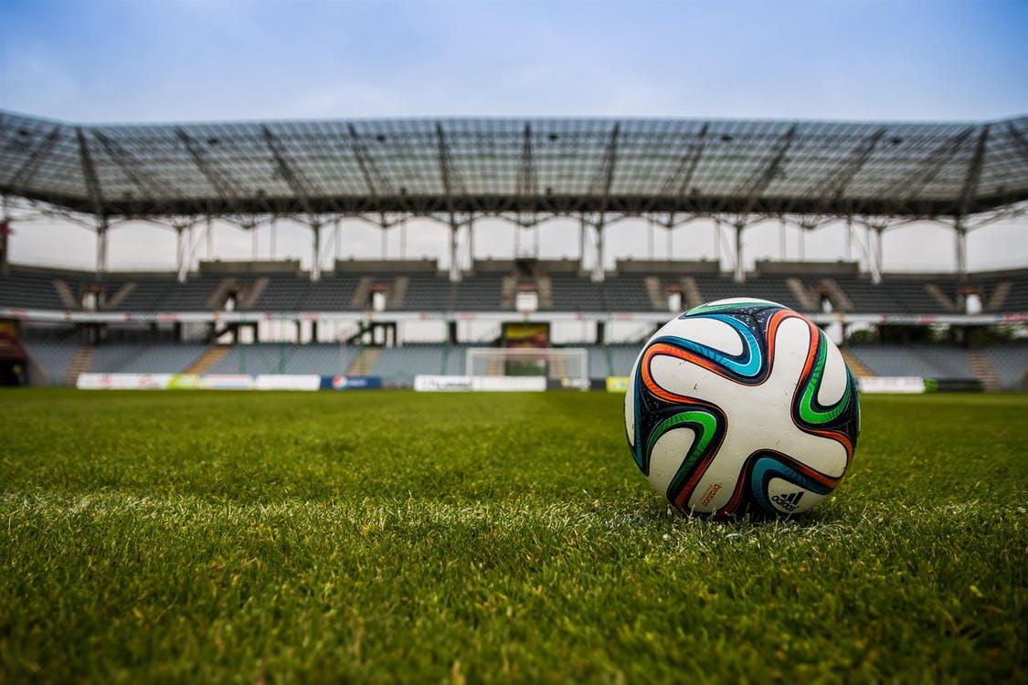 Les stades resterons vides au moins jusqu'à septembre (c) pixabay