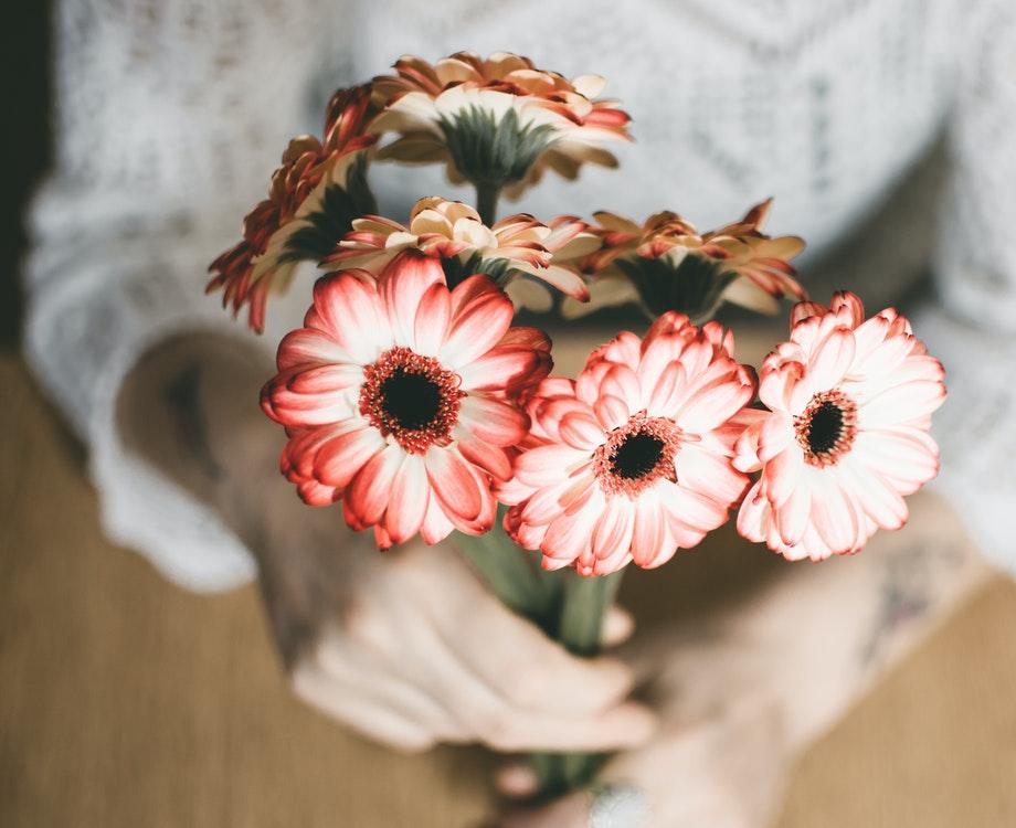 Les fleurs est l'un des cadeaux les plus vendus à l'occasion de la fête des mères (c) Lisa Fotios / Pexels