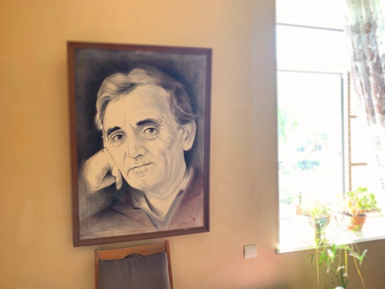 Le portrait de Charles Aznavour dans l'appartement de Martin Pashayan (c) Hasmik Arakelyan
