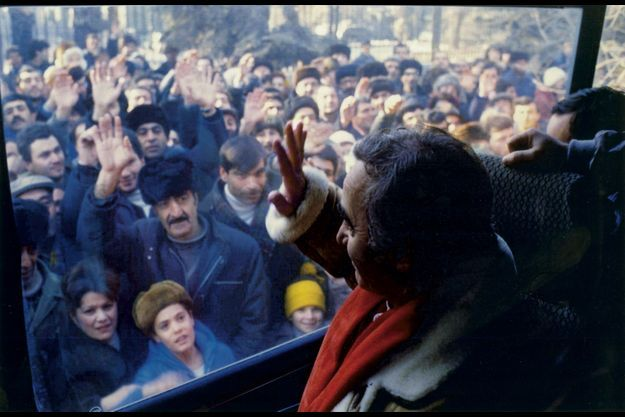 Charles Aznavour à Gumri, 3 mois après le séisme (c) de l'archive de la TV publique d'Arménie