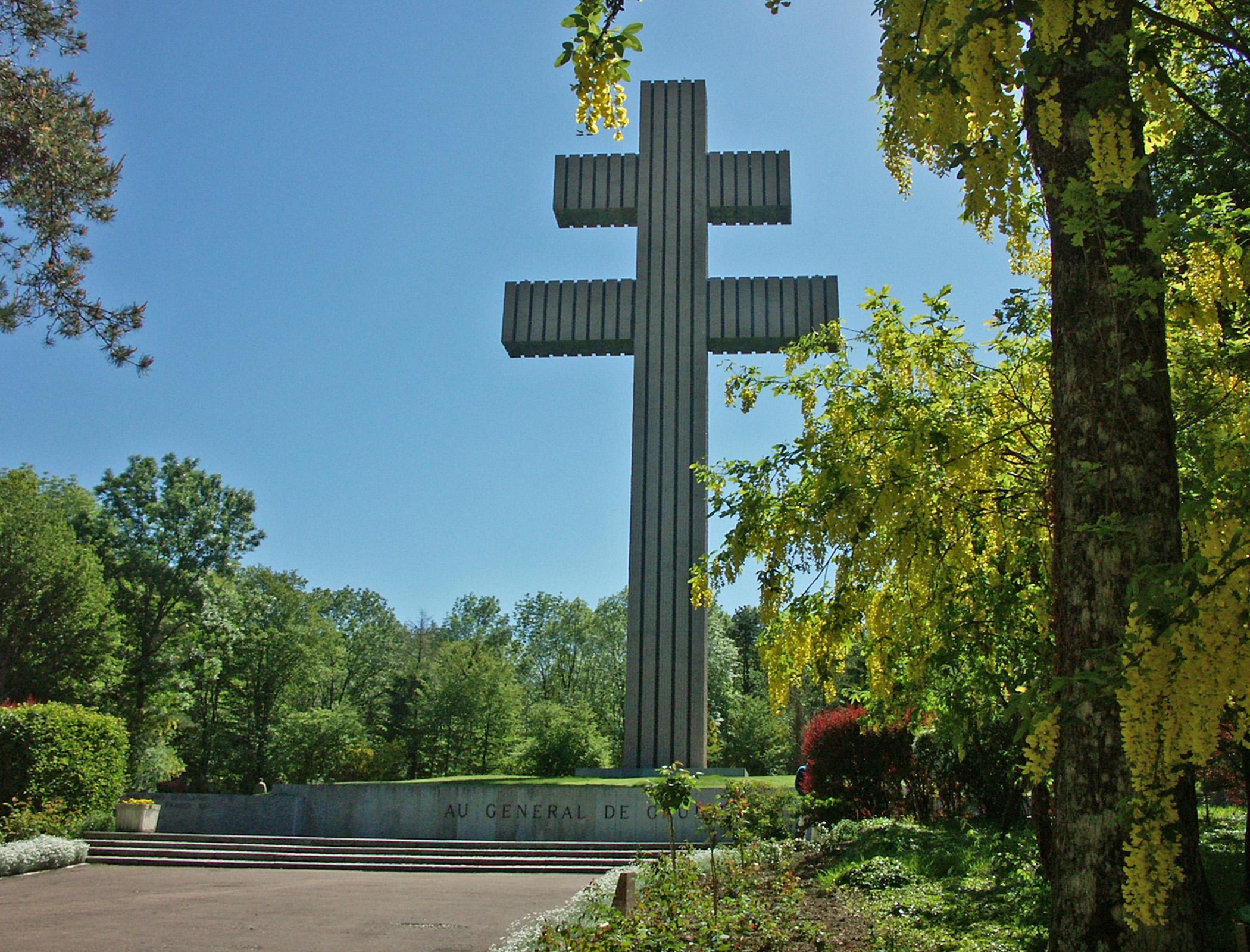 La Croix de lorraine fut choisie par le Général de Gaulle comme étant le symbole de la Résistance - © Juergen Kappenberg / Wikipédia