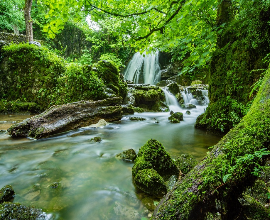 Les cascades de Tuf, l'un des magnifiques cascades situé dans le Jura / Illustration (c) Adobe Stock