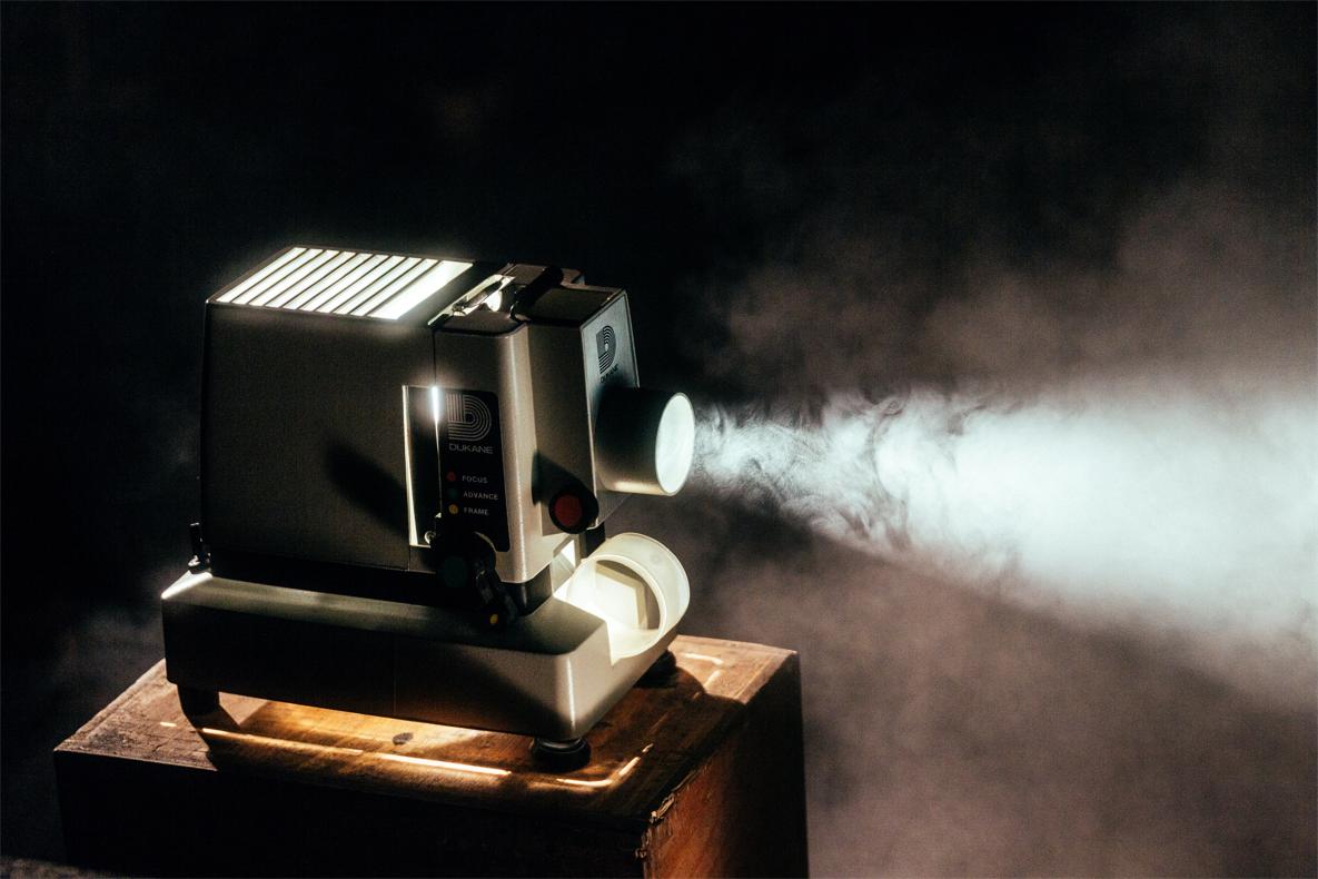 """""""Le cinéma est un soleil noir inlassablement attractif.""""  Isabelle Huppert / (c) Unsplash"""