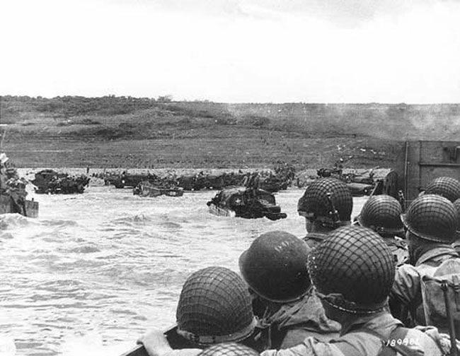 Le 6 juin 1944 les troupes alliées composées de soldats britanniques, américains et canadiens débarquent sur les plages de Normandie. (c) histoire pour tous