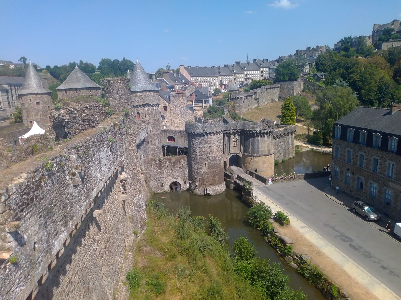 Le château de Fougères (c) Penaguin.