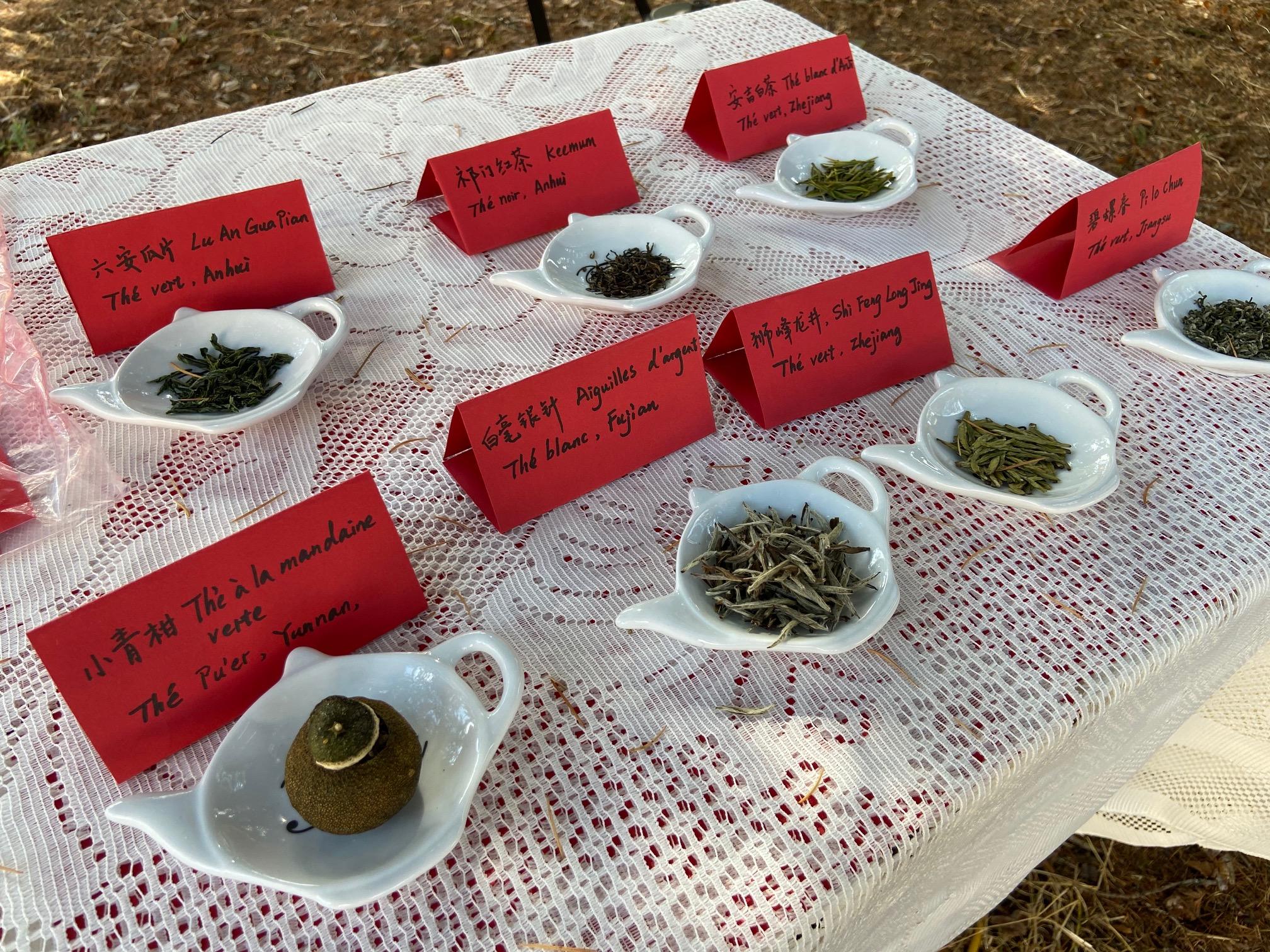 Les thés proposés lors de cette cérémonie : blanc, Oolong, vert... (c) X.C.