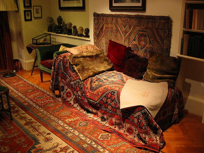 Le célèbre divan de Freud (c) DR