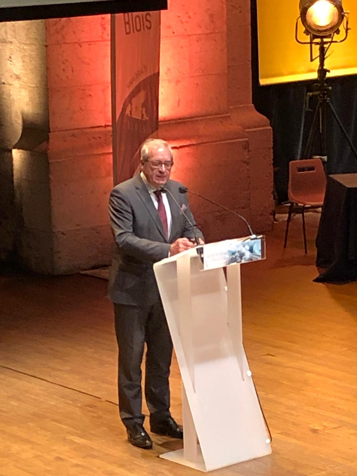 Les Rendez-vous de l'histoire de Blois ont débuté avec une conférence du célèbre anthropologue Pascal Picq invité par la Chambre de commerce et d'Industrie de Blois, comme quoi les sciences entre elles peuvent collaborer et s'enrichir (CR) FVW