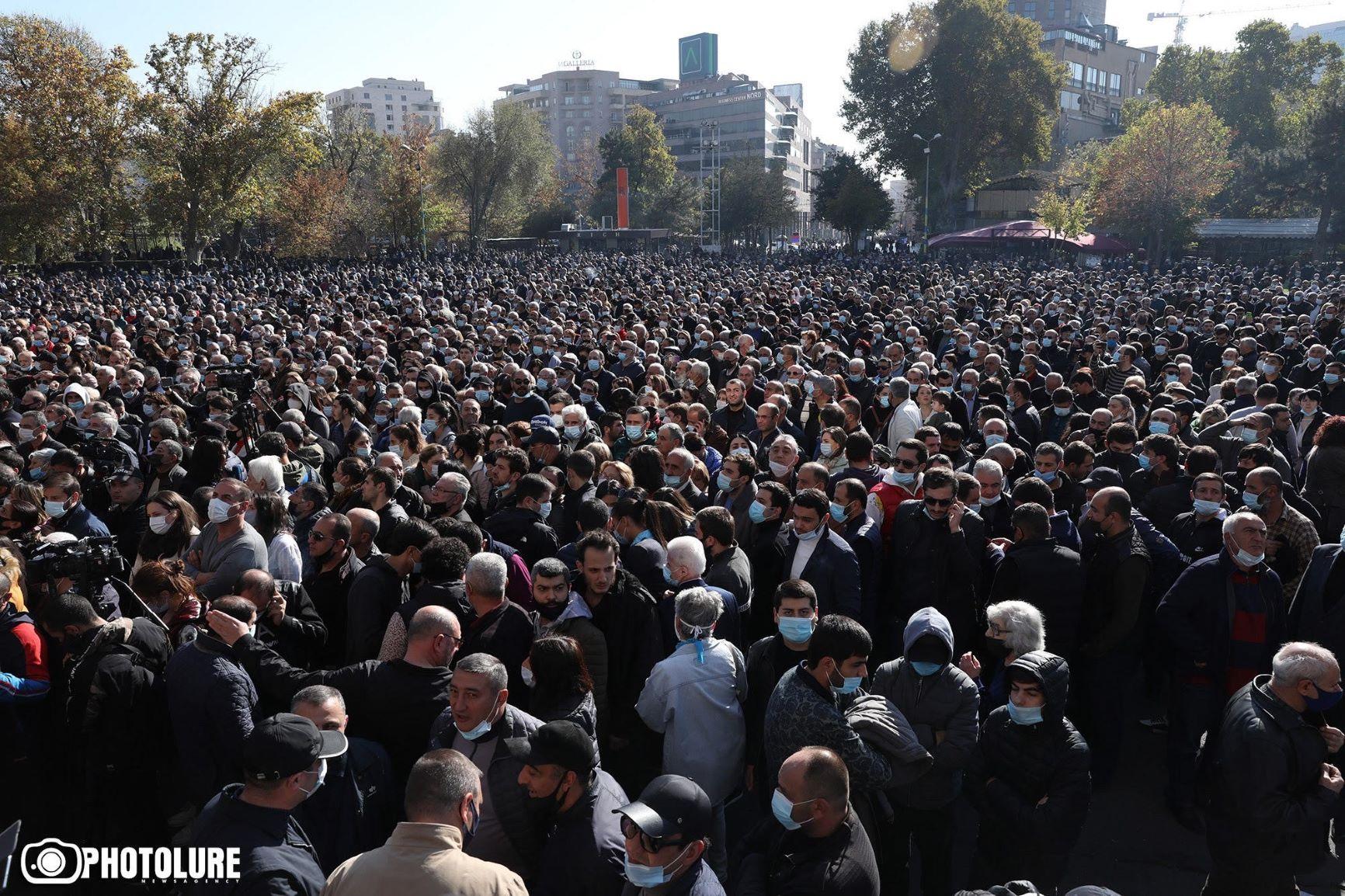 Le Premier ministre arménien face à l'incompréhension (c) Photolure