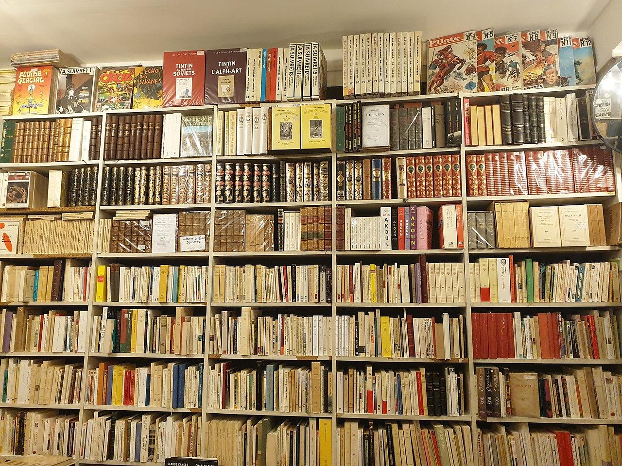 Les livres considérés comme non essentiels ! (c) DR