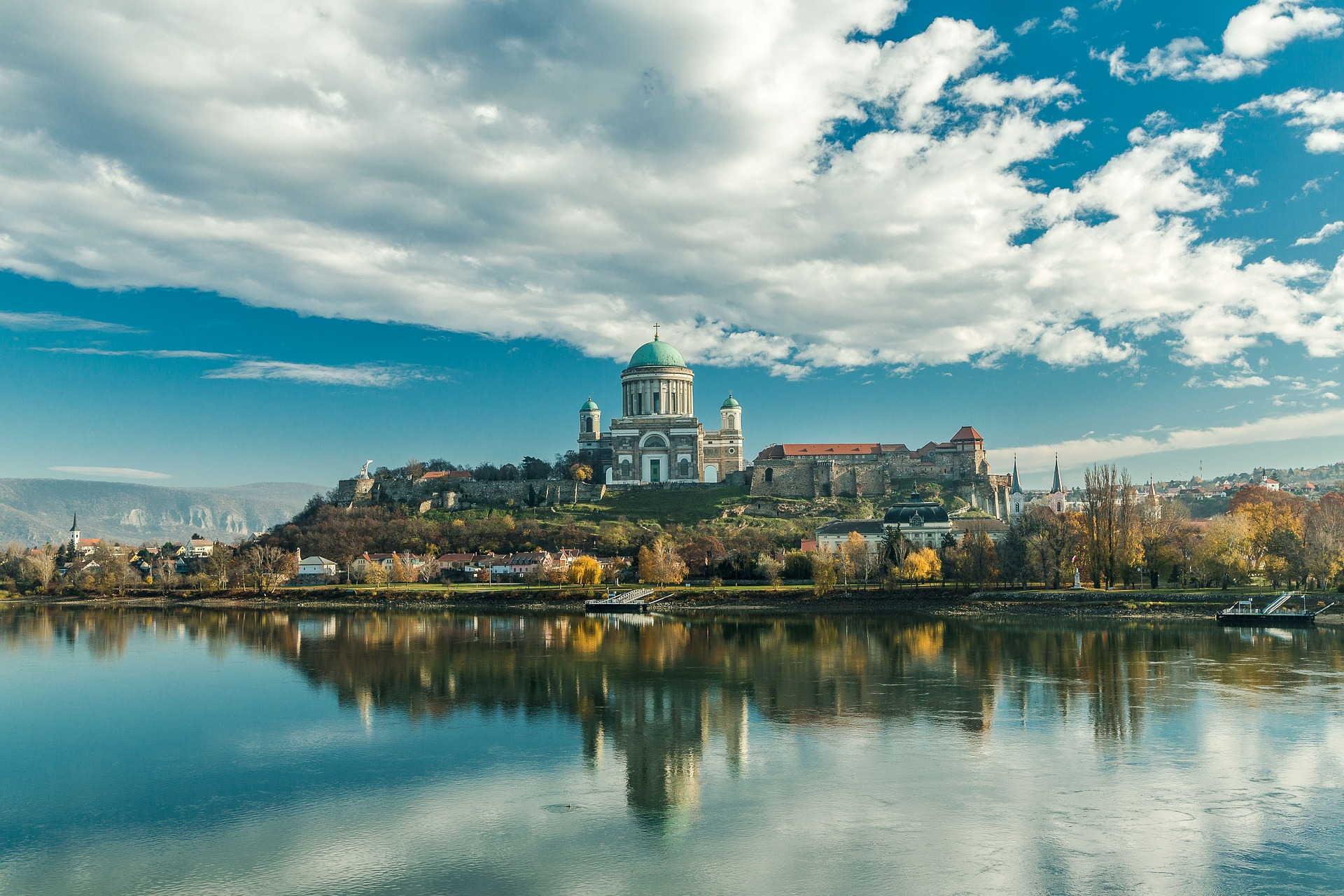 Esztergom capitale religieuse de la Hongrie (c)  Gábor Bejó de Pixabay