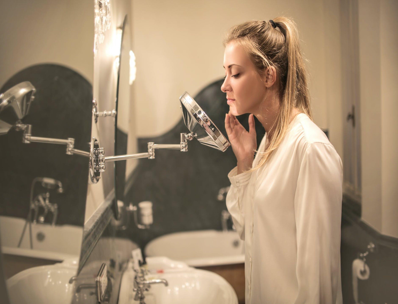 L'huile de nigelle purifie la peau, elle est très utile en cas d'infections (C) Andrea Piacquadio
