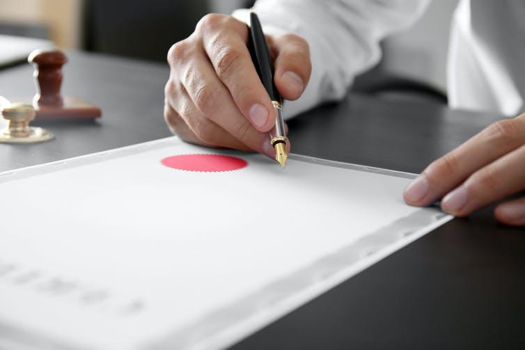 La VAE permet d'accéder à la certification et au diplôme grâce à la reconnaissance de l'expérience professionnelle. Shutterstock