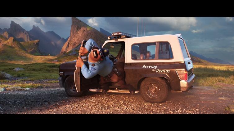 Le centaure policier n'arrivant pas à sortir de sa voiture de fonction (En Avant, Pixar). Disney/Pixar