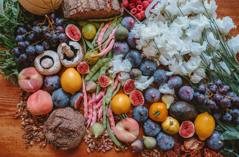 Avec de nouveaux formats d'ateliers autour de l'alimentation, les enfants comprennent que la manière dont on traite la planète se répercute sur notre santé. Ella Olsson/Unsplash, CC BY