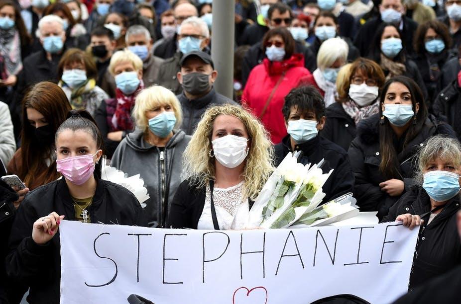 Rassemblement à Hayange (Moselle), le 26 mai, en hommage à Stéphanie, 22 ans, tuée en pleine rue par son ex-compagnon. Jean-Christophe Verhaegen / AFP