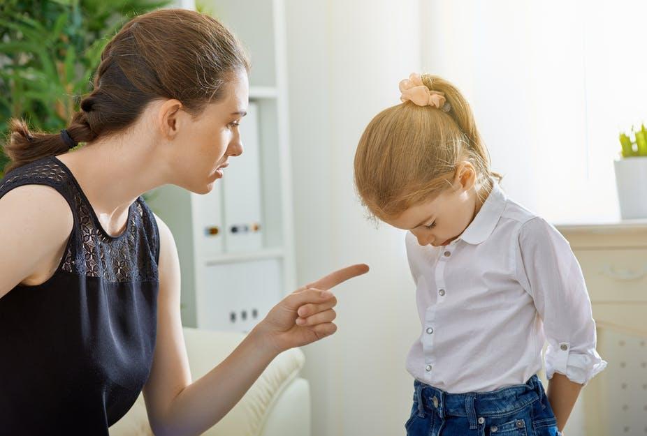 Si les individus se sanctionnent les uns les autres pour permettre la coopération, leur motivation ne semble en rien altruiste, du moins pas au sens d'un parent qui punirait son enfant « pour son bien ».