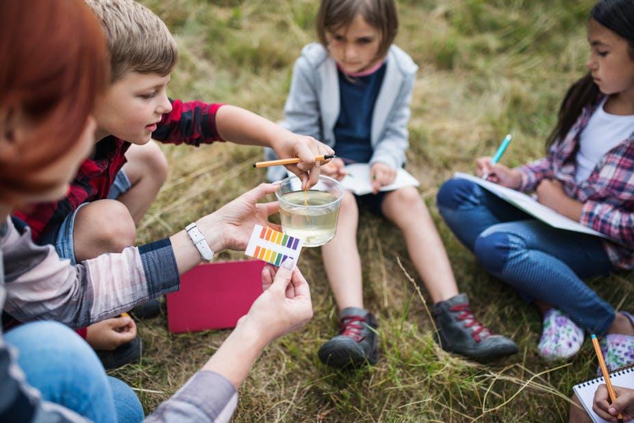 Les écoles «différentes» ont en commun la mise en œuvre de méthodes actives, partant des intérêts et des questionnements de l'élève. Shutterstock