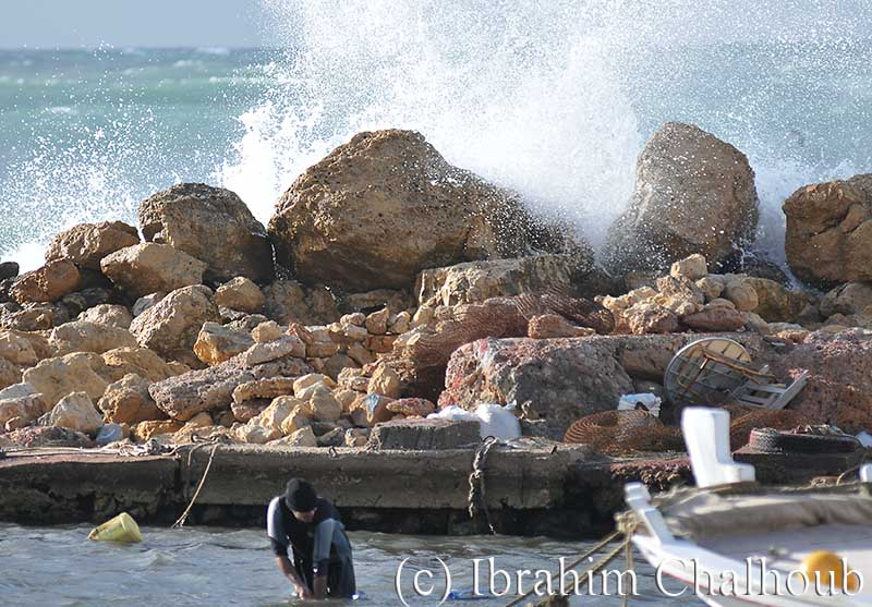 Protection contre les vagues! Photo (C) Ibrahim Chalhoub