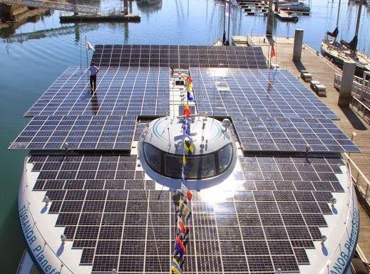 Le navire solaire à Lorient. Photo © Sellor - Henri Basset