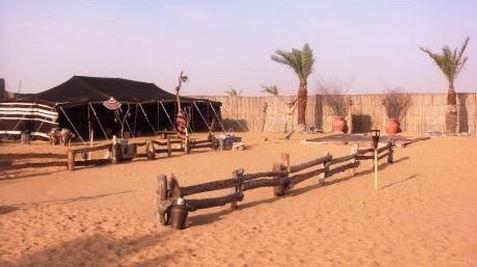 Tente bédouine dans le désert de Dubaï. Photo: KPM