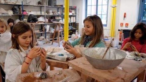 Atelier de papier mâché à l'Atelier de Thomasine à Meudon. Photo: KPM