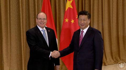 S.A.S. le Prince Albert II avec le Président de la République Populaire de Chine, S.E. M. Xi Jinping. Photo (c) Palais Princier