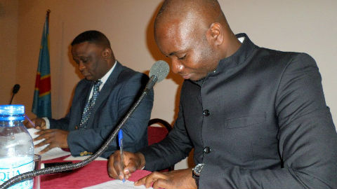 Signature de l'accord. Photo (c) DR