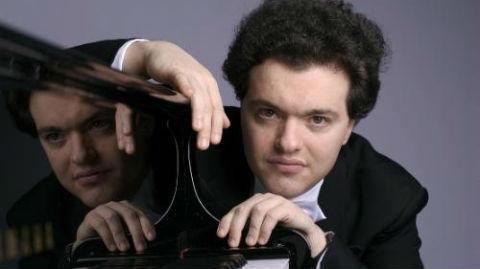 Evgeny Kissin. Photo (c) DR. Cliquez ici pour accéder à la page de l'artiste