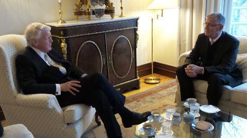 Patrick Van Klaveren reçu en audience par le Président islandais Olafur Ragnar Grimsson. Photo (c) DR