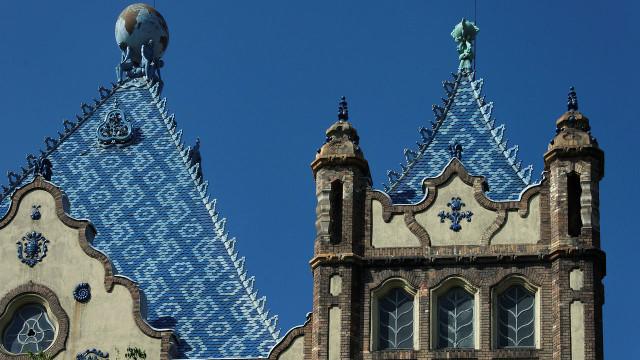 Institut d'État hongrois de géologie à Budapest, oeuvre d'Odon Lechner. Photo (c) Yelkrokoyade