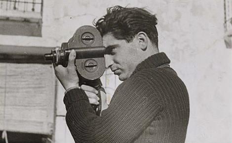 Robert Capa en 1937. Photo (c) Gerda Taro